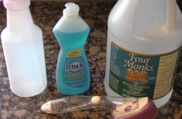 Diy vinegar and dawn shower cleaner for Vinegar bathroom cleaner